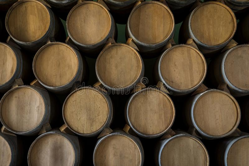 Pilha de tambores de vinho foto de stock royalty free