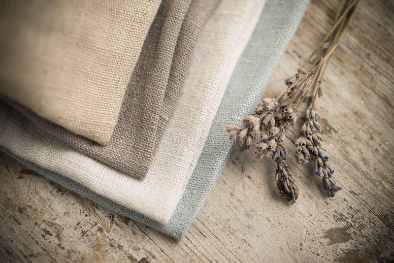 Pilha de tecido de algodão Maçante-colorido dobrado quatro foto de stock royalty free