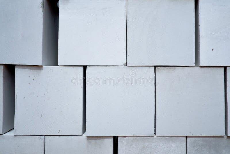 Pilha de tijolo do cimento branco fotografia de stock royalty free