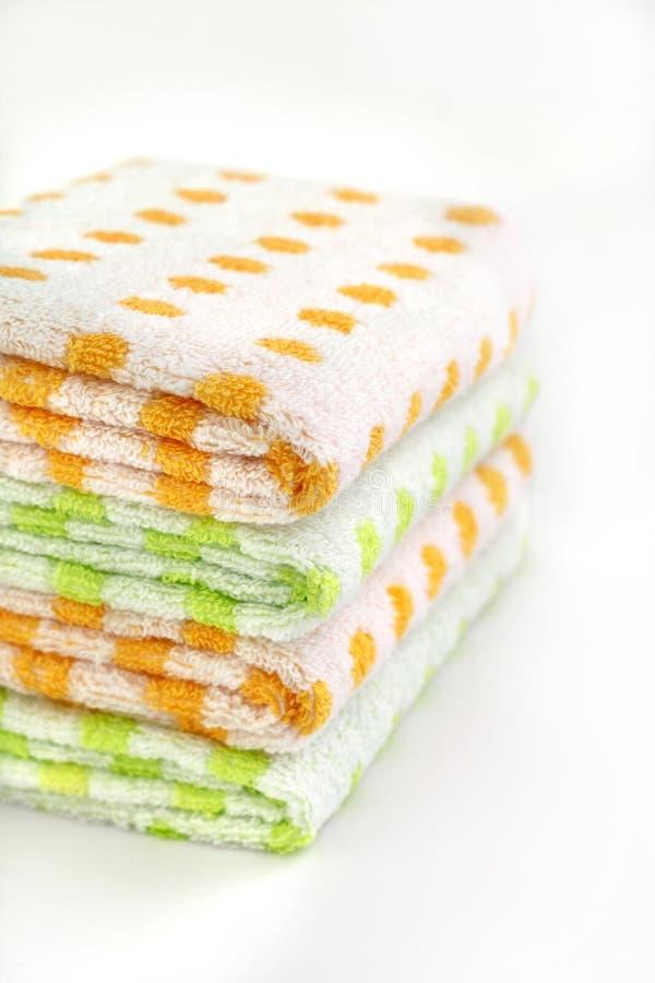 Pilha de toalhas coloridas foto de stock