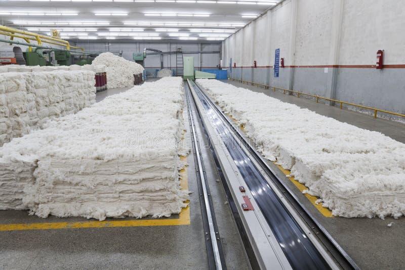 Pilha do algodão no quarto do sopro imagem de stock royalty free