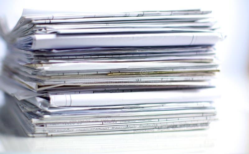 Pilha do arquivo, pasta de arquivos com fundo branco imagem de stock