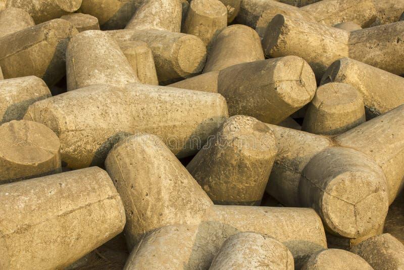 Pilha do close-up concreto cinzento dos tetrapods Barreira do tsunami fotografia de stock royalty free