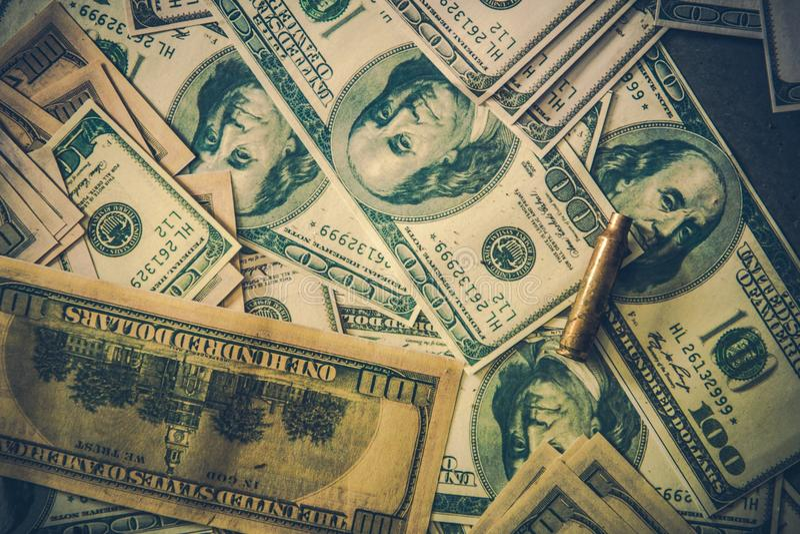 Pilha do dinheiro sujo dos dólares fotos de stock