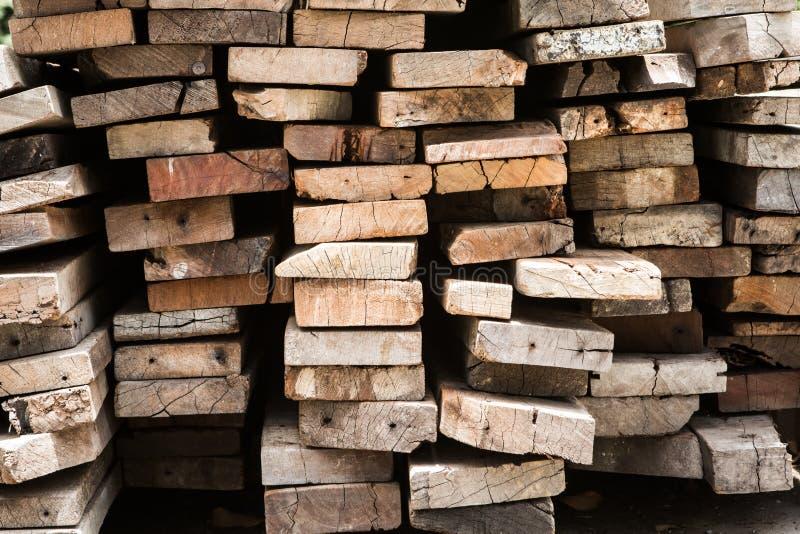 Pilha do fundo de placas de madeira velhas imagem de stock royalty free