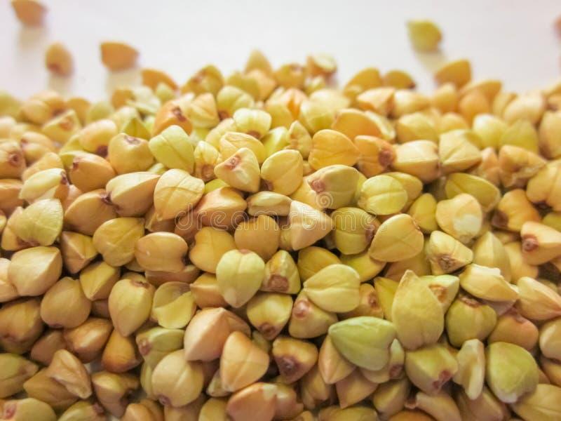 Pilha do fundo verde cru do trigo mourisco Alimento do vegetariano ou do vegetariano imagens de stock royalty free