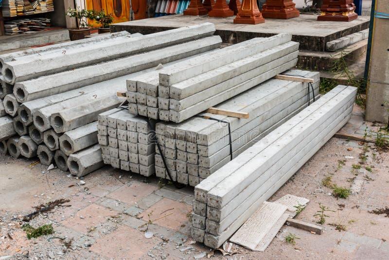 Pilha do hexágono e de pilhas concretas quadradas da fundação fotos de stock