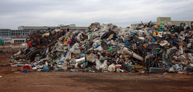 Pilha do lixo do plástico foto de stock royalty free