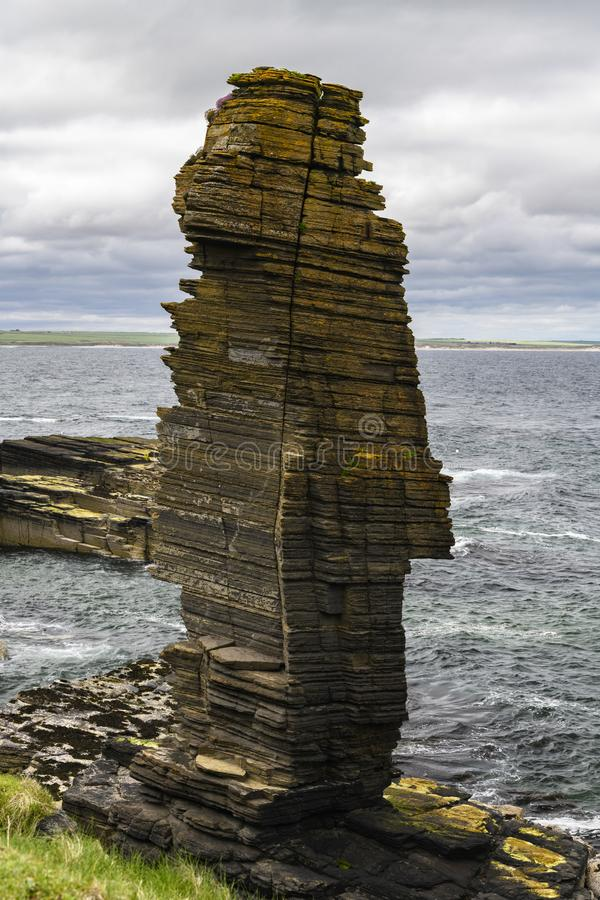 Pilha do mar no castelo Sinclair Girnigoe foto de stock