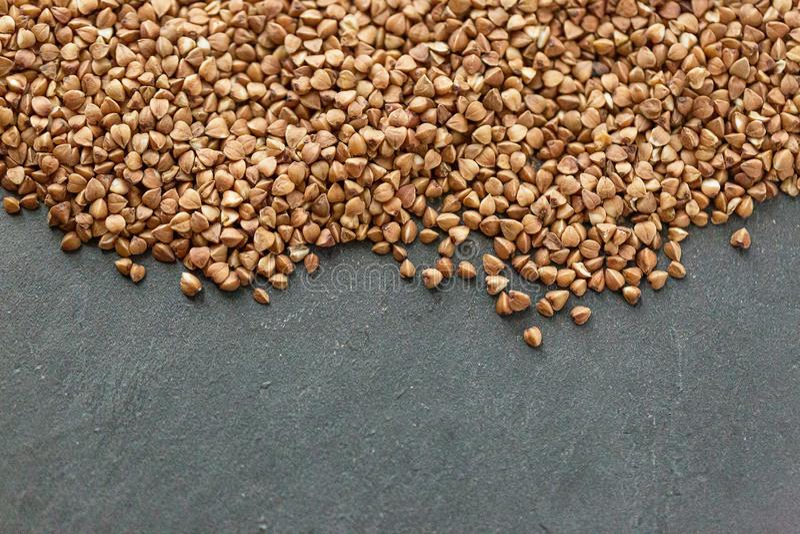 Pilha do trigo mourisco isolada no fundo branco Vista superior fotografia de stock royalty free