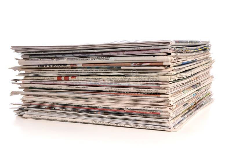 Pilha dos jornais fotos de stock