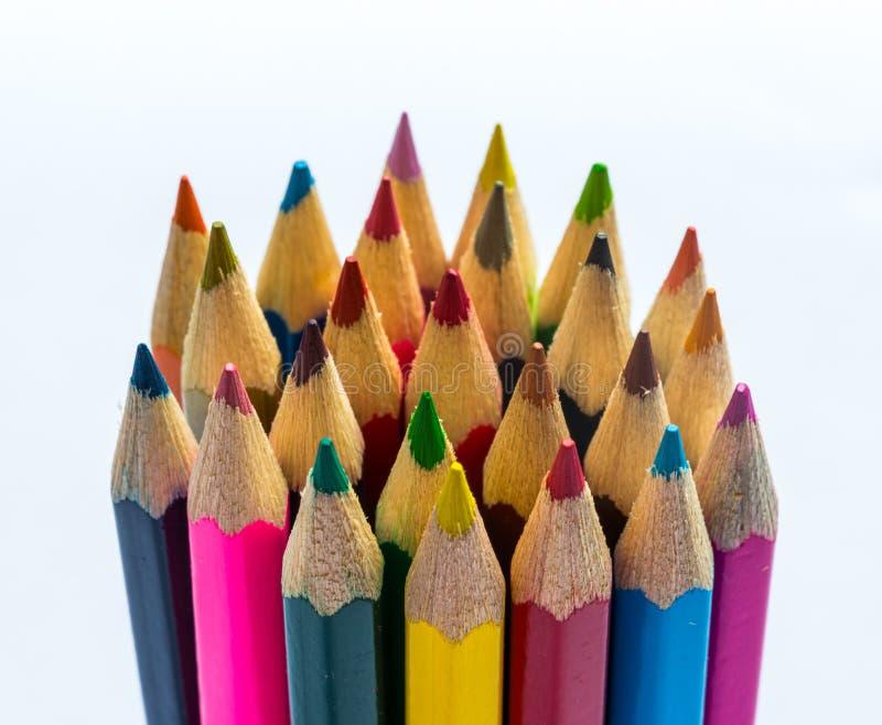 Pilha dos lápis das crianças coloridas foto de stock
