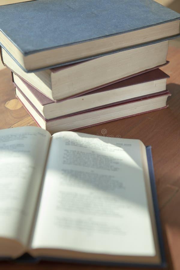 Pilha dos livros fotografia de stock royalty free