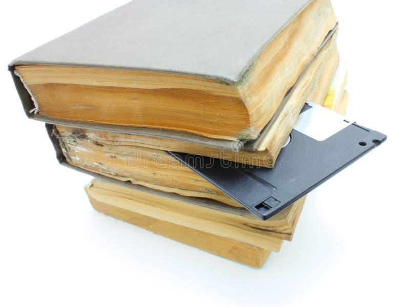 Download Pilha Dos Livros Mouldy Velhos Imagem de Stock - Imagem de clássicos, processo: 16861285