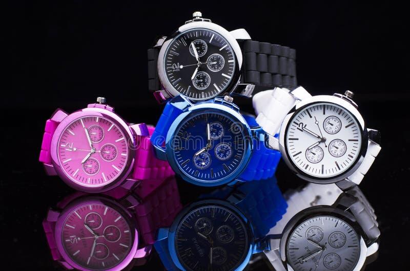 Pilha dos relógios de pulso fotos de stock