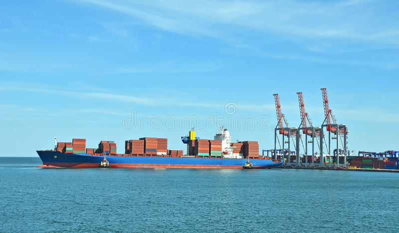 Download Guindaste e navio da carga foto de stock. Imagem de sailing - 29837462