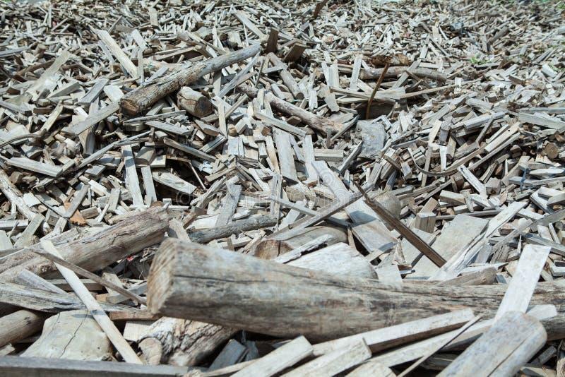 Pilha enorme dos restos de madeira fotografia de stock royalty free