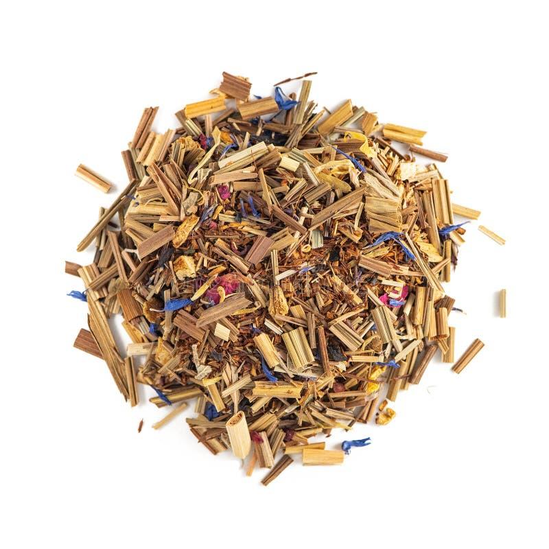 Pilha erval do chá em um fundo branco Hortelã da composição, nardo, centáurea, raiz de madeira doce, Rose Petals Vista superior fotos de stock royalty free