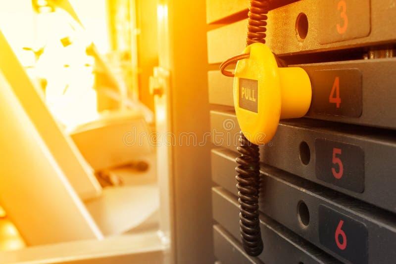 Pilha oxidada do peso em um gym imagem de stock