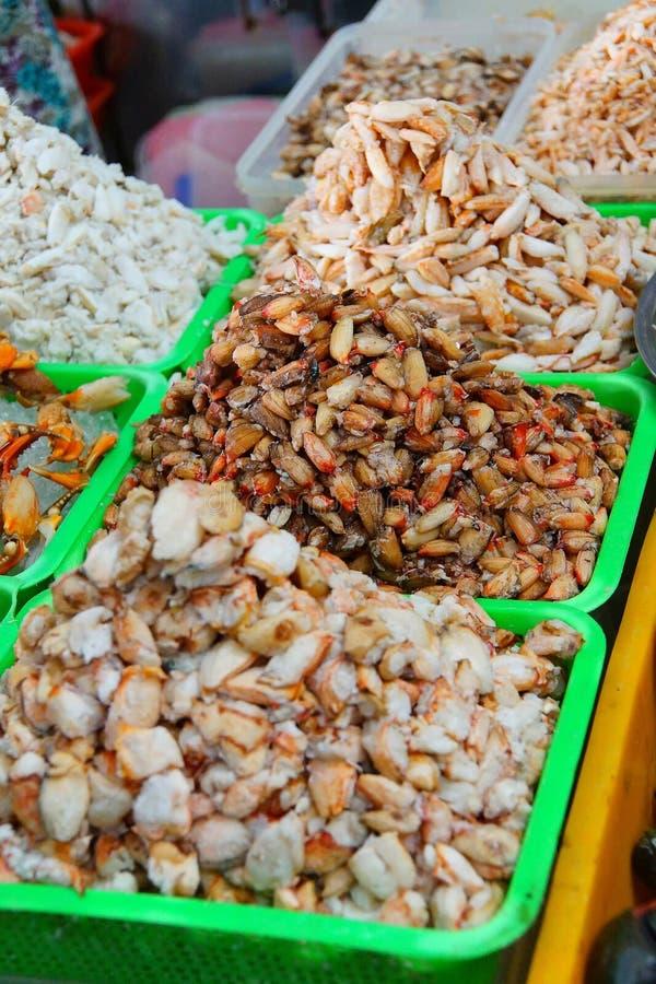 Pilhas da carne fresca da garra do caranguejo fotografia de stock royalty free
