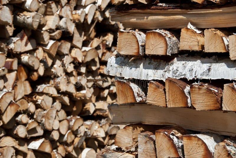 Pilhas da madeira de vidoeiro desbastada foto de stock royalty free