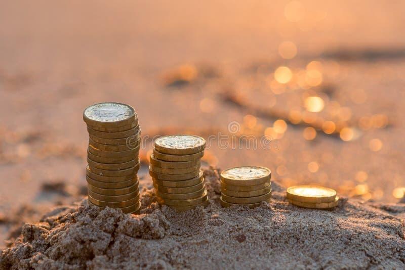 Pilhas da moeda de libra fotografia de stock royalty free