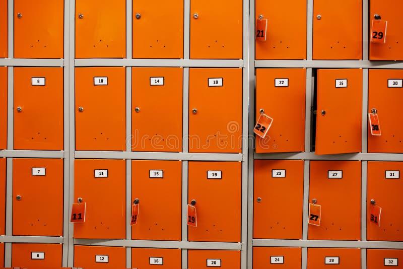 Pilhas de armazenamento na loja fotos de stock royalty free