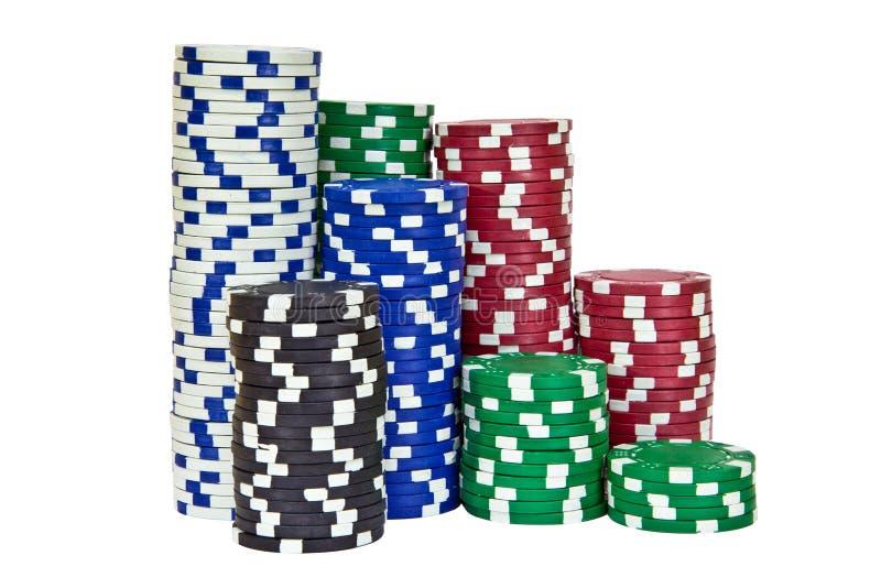 Pilhas de incluir das microplaquetas de pôquer vermelho, preto, branco, verde e azul fotografia de stock
