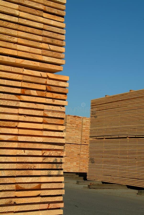 Pilhas de madeira serrada foto de stock royalty free