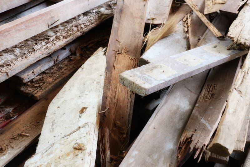 Pilhas de madeira velhas, desperdício de madeira, esquema de cores do vintage das imagens das texturas do fundo natural foto de stock