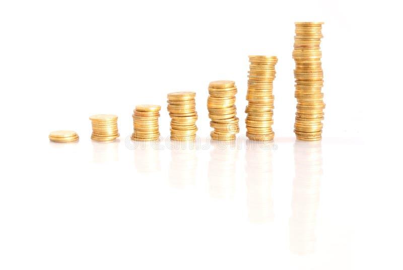 Pilhas de moedas de ouro fotografia de stock royalty free