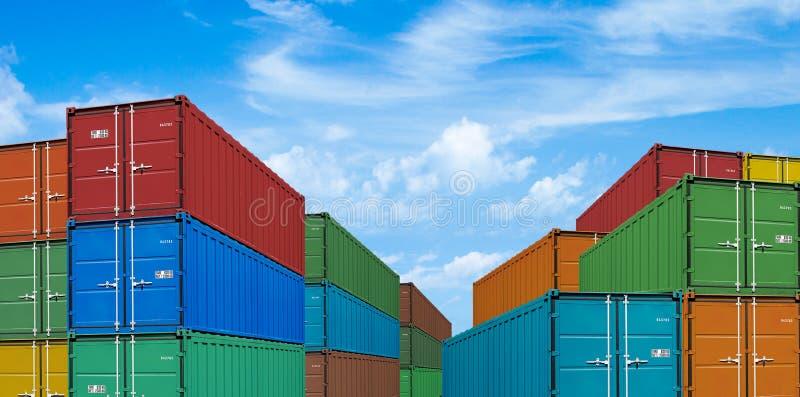 Pilhas do recipiente de carga do transporte da exportação ou da importação fotos de stock