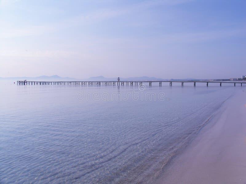 Pilier à l'océan photo libre de droits