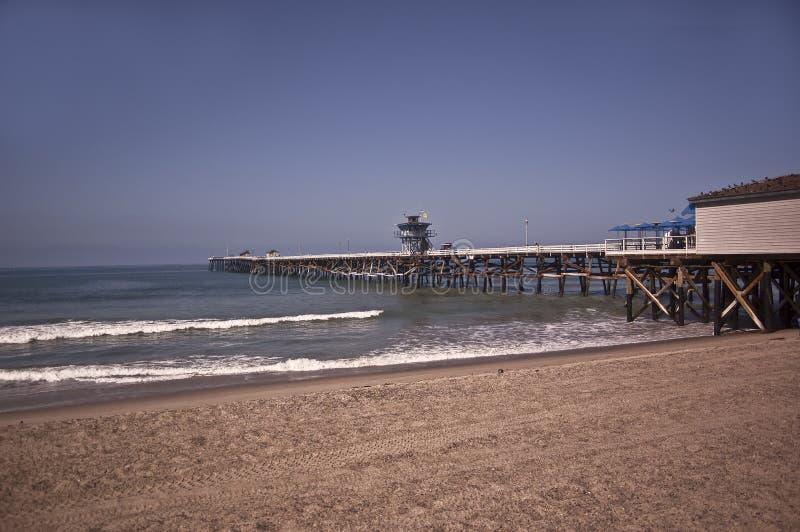 Pilier à la plage de San Clemente photographie stock libre de droits