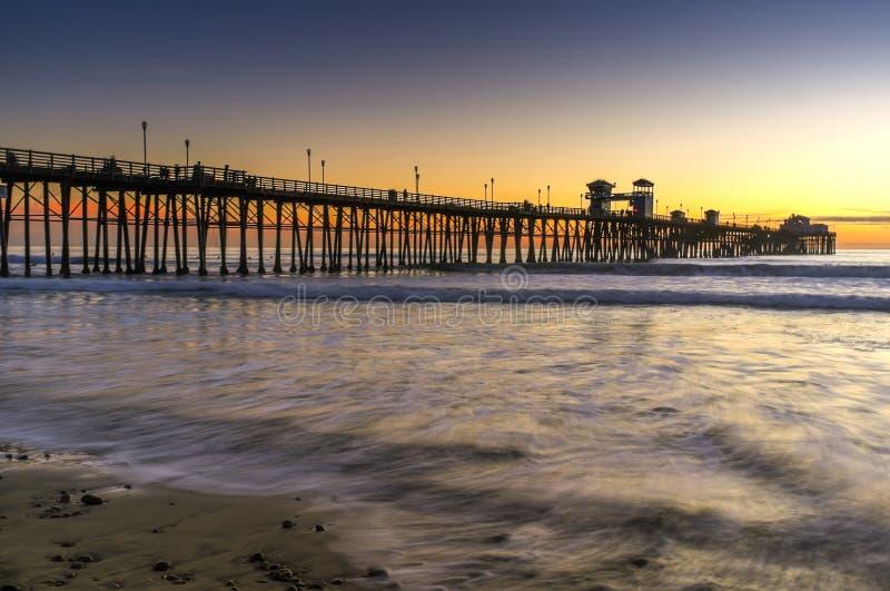 Pilier au coucher du soleil, Oceanside la Californie images stock