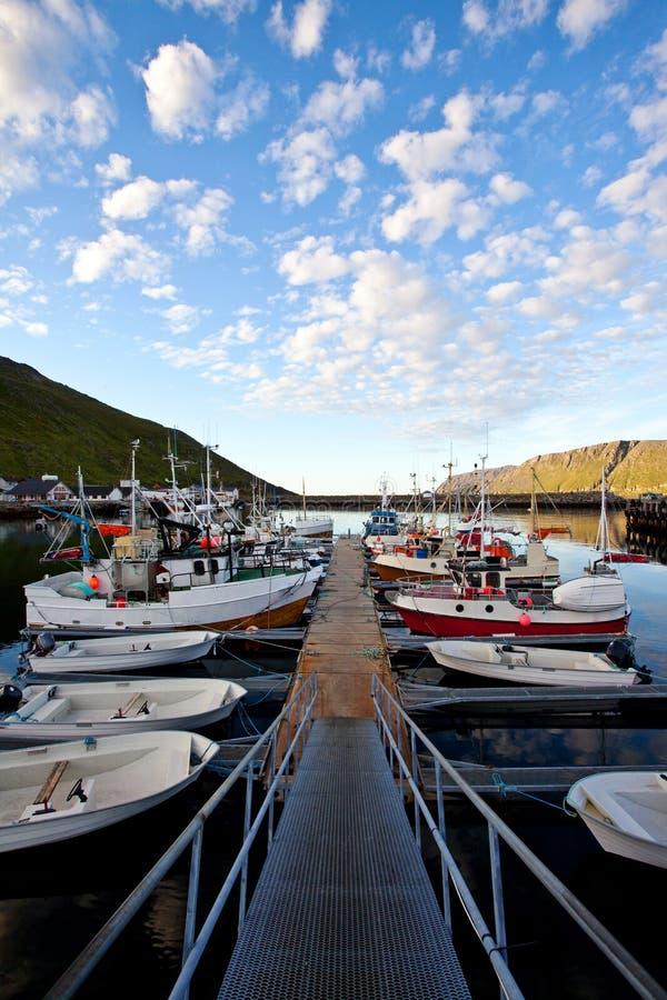 Pilier avec des bateaux de pêche image libre de droits