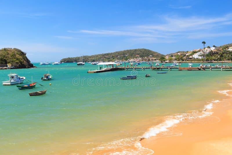Pilier, bateaux, mer dans DOS Buzios près de Rio de Janeiro, Braz d'Armacao photos stock