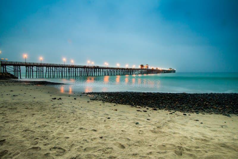 Pilier d'Oceanside sombre photo libre de droits