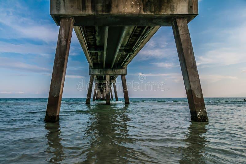Pilier de béton d'île d'Okaloosa photographie stock libre de droits