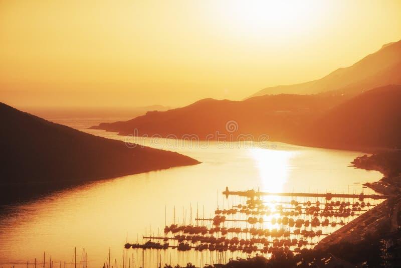 Pilier de bateau au coucher du soleil Turquie image stock