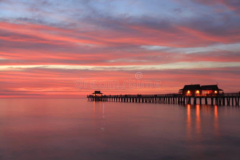 Pilier de Naples au coucher du soleil, le Golfe du Mexique, Etats-Unis images libres de droits