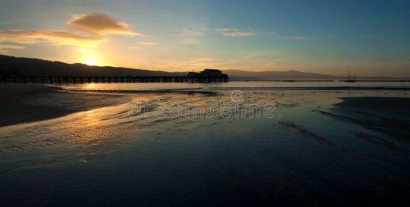 Pilier de pêche au lever de soleil photo stock