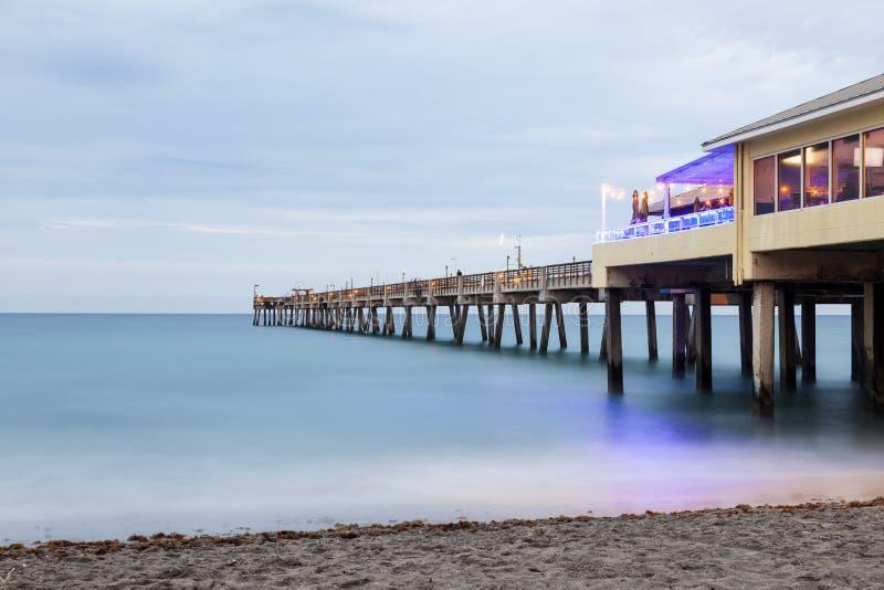 Pilier de pêche de plage de Dania, la Floride images stock