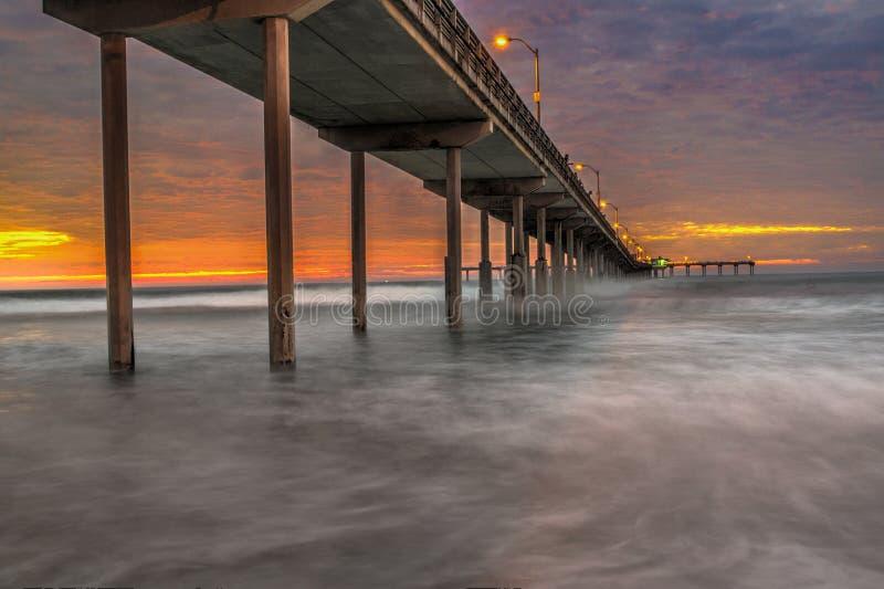 pilier de plage d'océan photo libre de droits