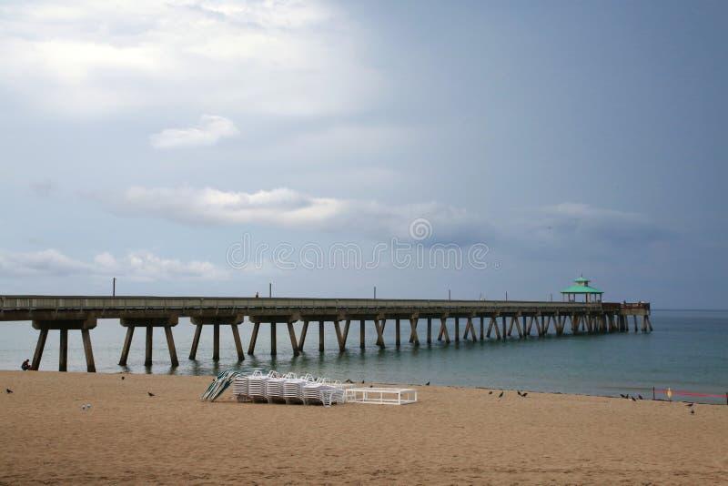 Pilier de plage de Deerfield avec la clairière de pluie photos libres de droits