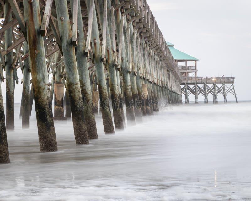 Pilier de plage de folie en Caroline du Sud photographie stock