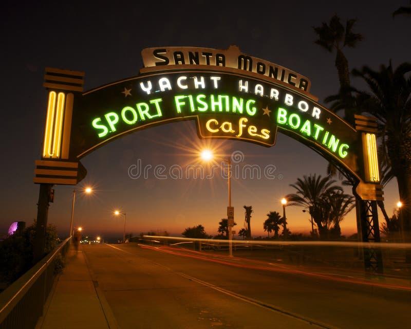 Pilier de Santa Monica au coucher du soleil photo libre de droits