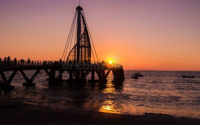 Pilier de visibilité directe Muertos au coucher du soleil - Puerto Vallarta, Jalisco, Mexique image stock