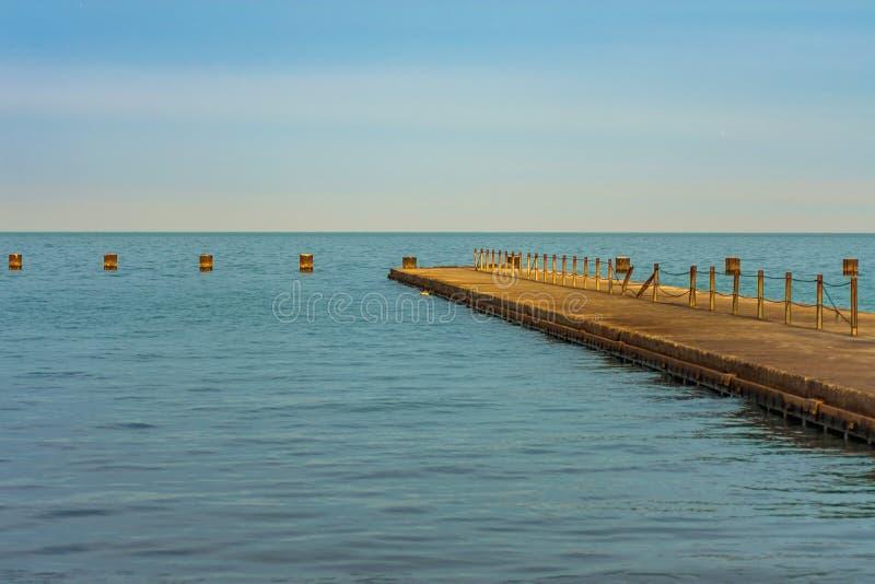 Pilier du lac Michigan avec la lumière du soleil d'après-midi Chicago images libres de droits