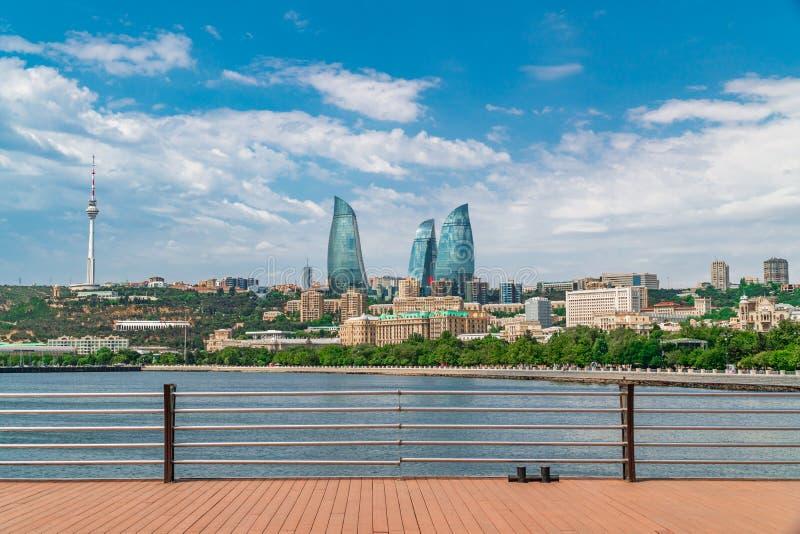 Pilier en parc de bord de la mer national dans la ville de Bakou photo libre de droits